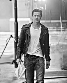 Brad Pitt Outfits for Every Style from Men's Fashion Idol - Outfit & Fashion Fashion Idol, Mens Fashion, Fashion Outfits, Brad Pitt Style, Fight Club Brad Pitt, Brad Pitt Haircut, Charlize Theron, Leather Men, Leather Jackets