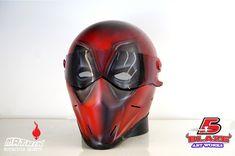 Cool-Deadpool-airbrushed-motorcycle-helmet