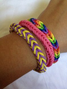 How to Make a Rainbow Loom Fishtail Bracelet