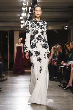 Oscar de La Renta Ready To Wear Fall Winter 2015 New York...OMG gorgeous. More beautiful details to recreate for that ultimate bridal look. Imagine this in your wedding colors or bridal tones. Work with your seamstress to achieve this look.
