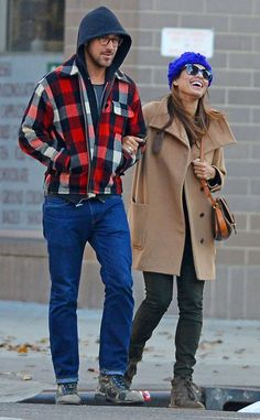 Morning Strolls from Ryan Gosling and Eva Mendes: Romance Rewind The two lovebirds look thankful for each other while taking a stroll around New York City on Thanksgiving morning. Ryan And Eva, Eva Mendes And Ryan, Celebrity Couples, Celebrity Style, Real Couples, Celebrity News, Cute Celebrities, Celebs, Ryan Gosling Style