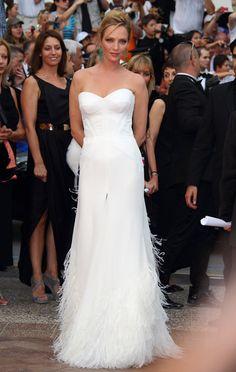 Pin for Later: We Cannes Not Wait: Retour Sur les Plus Beaux Looks du Festival du Film le Plus Mode  A l'avant première de Midnight in Paris en 2011, Uma avait opté pour une robe à franges signée Versace.