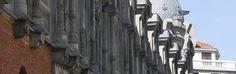 Alhóndiga Bilbao, en uno de los edificios más representativos de la ciudad,  alberga un espacio cultural y de ocio con una variada oferta para todas las personas que lo visiten. Un punto de encuentro donde compartir, aprender y disfrutar de forma individual, en grupos o en familia, de diferentes propuestas culturales, de ocio y deportivas, para todos los públicos.