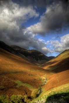 high passes lake district (by mariusz kluzniak) Places To Travel, Places To Visit, Nature Sauvage, British Countryside, Lake District, Great Britain, Beautiful Landscapes, Champs, Wonders Of The World