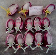 Lembrancinha de Maternidade  Mini sapatinhos de crochê, confeccionado em linha 100% algodão de ótima qualidade. Aceita-se encomendas pelo e-mail marciacrystal2014@gmail.com