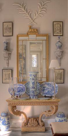 Blue and White Decor with Antiques - Interior Homes Decoration Bedroom, Decoration Table, Wall Decor, Casa Magnolia, Urban Deco, Home Decoracion, Interior Decorating, Interior Design, Southern Decorating