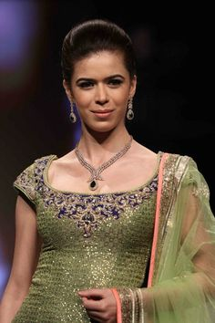 Sucheta wearing Gitanjali James at #IIJW 2013, can be perfect for the reception night. Agree?