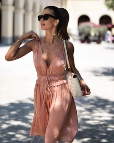 """6,524 Likes, 171 Comments - Füsun Lindner (@shortstoriesandskirts) on Instagram: """"When adjusting your strap turns into a dramatic pose 💅🏻 . .  #ootd #wiwtd #summerdress #blush…"""""""