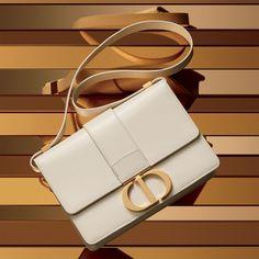 4df618868 Nova bolsa da Dior homenageia o icônico endereço da grife na Avenida  Montaigne