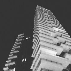 Per la strada.. #solaria #goodfellas #ierisera #portanuova #milano #milanobynight #milanodavedere #milan #ricci by riccardoassi