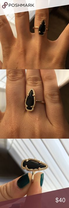 Kendra Scott Arrowhead Ring Black Kendra arrowhead ring; size 6; has a small amount of wear on the band which is visible in the photos but other than that is in great condition; they do not sell this ring any more Kendra Scott Jewelry Rings