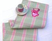 http://www.alittlemarket.com/textiles-et-tapis/torchon_de_cuisine_fantaisie_brode_tasses-4693303.html