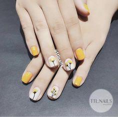 nails - Pin on uñas decoradas Pin on uñas decoradas Gorgeous Nails, Pretty Nails, Gel Nail Art, Acrylic Nails, Fingernails Painted, Pin On, Minimalist Nails, Yellow Nails, Stylish Nails