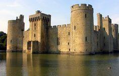 Castillo Bodiam en Sussex del Este, Inglaterra
