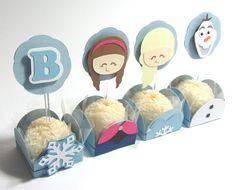 Kit para festa no tema Frozen, forminhas e toppers confeccionados com técnica de scrapbooking, você pode ver mais detalhes nas páginas específicas das forminhas e dos toppers. <br>O kit contém: <br>40 Forminhas para Docinho Frozen - sendo 10 da Princesa Anna; 10 da Princesa Elsa; 10 do Olaf e 10 do Floco de Neve. <br>40 Toppers para Docinho Frozen - sendo 10 da Princesa Anna; 10 da Princesa Elsa; 10 do Olaf e 10 da Inicial da aniversariante.