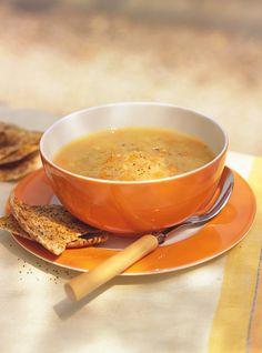 Soupe aux lentilles / 2 oignons, 2 gousses d'ail, 1/2 c. à thé de poudre de cari moyen, 1 CS d'huile d'olive,2 carottes, 1,25 L de bouillon de poulet, 180 g de lentilles rouges, Harissa ou autre pâte de piment fort, sel et poivre ( voir le site pour la recette)