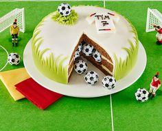 Kleine Torte für süße Fußballfans