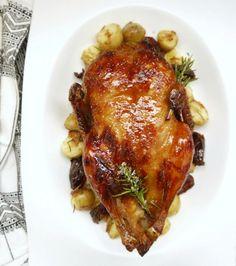 Η ολόκληρη πάπια κάνει σκωτσέζικο ντους πριν μπει στο φούρνο. Ακολουθεί την πιο αντισυμβατική μέθοδο για να βγει ζουμερή, ροζ, τραγανή, νόστιμη, αρωματική, μελένια. Pork, Turkey, Chicken, Meat, Parmesan, Pork Roulade, Peru, Turkey Country, Pigs