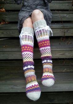 Anelmaiset, pitkät villasukat, Novita sukkalehti 2015 Crochet Socks, Knit Mittens, Knit Or Crochet, Knitting Socks, Thick Socks, Thigh High Socks, Wool Socks, Boot Cuffs, Knitting Projects