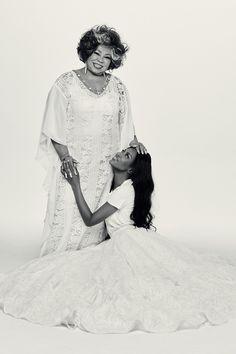 Naomi Campbell posa com Alcione na edição de maio da Vogue Brasil (Foto: Bob Wolfenson)
