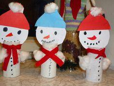 sneeuwpoppen maken met kleuters Preschool Crafts, Fun Crafts, Diy And Crafts, Christmas Arts And Crafts, Christmas Decorations, Christmas Ornaments, Winter Thema, Bird Feeder Craft, Winter Diy