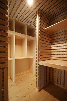 ウォークインクローゼット|北欧スタイル 北欧デザインマンション ... : 達人おすすめ!ウォークインクローゼット収納術・収納例|間取 棚 窓 アイデア画像集 - NAVER まとめ