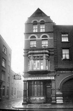 Ireland Pictures, Old Pictures, Old Photos, Dublin Street, Dublin City, Dublin Hotels, Visit Dublin, Dublin Castle, Tourist Office