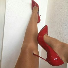"18.1k Likes, 88 Comments - Viral Style (@viral_style) on Instagram: "" #christianlouboutin Pic by  @flordemariafashion  That's my @viral_style"""