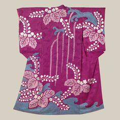 Shibori Kimono - Taisho (1912-1926). A remarkable rinzu silk kimono featuring…