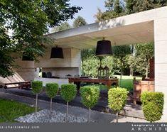 Grande giardino dietro la casa, stile moderno - pubblicato da Homelook.it