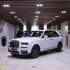 White Rolls Royce, Rolls Royce Cullinan, Cute Cars, Double Tap, Luxury Cars, Dream Cars, Jade, Boss, Future