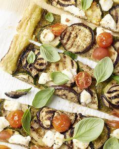 Hartige taart met pesto en geitenkaas Go Veggie, Vegetable Pizza, Tasty, Yummy Food, Food Porn, Brunch, Veggies, Low Carb, Vegetarian