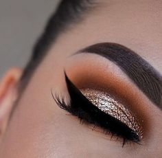 Sometimes you have to turn the saturation up dip brow in ebony set with clear brow gel shadow couture palette soft peach, Morocco, fudge X stardust glitter trooper liner lashes in farah used ✨ Flawless Makeup, Glam Makeup, Skin Makeup, Makeup Inspo, Makeup Inspiration, Beauty Makeup, Sparkle Eye Makeup, Glitter Eye, Gold Glitter