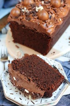 Chocolate Traybake, Chocolate Loaf Cake, Chocolate Recipes, Easy Bake Cake, No Bake Cake, Easy Cake Recipes, Baking Recipes, Savoury Recipes, Baking Tips