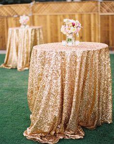 30 Grown-Up Ways to Use Glitter At Your Wedding gold glitter hochzeit tischdecke ideen / www. Sequin Wedding, Mod Wedding, Wedding Table, Wedding Reception, Rustic Wedding, Bridal Table, Gold Glitter Wedding, Wedding Venues, Wedding Unique