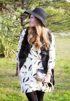Rebeca, de A Trendy Life, vuelve a elegir nuestro modelo Audrey para jugar con el mix blanco/negro.
