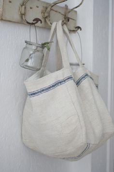 Love these bags and they would be so easy to sew.