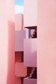 In the context of La Manzanera, La Muralla Roja (The Red Wall). It embodies a clear reference to the popular architecture of the Arab Mediterranean. Contemporary Office, Contemporary Bedroom, Contemporary Furniture, Contemporary Design, Contemporary Cottage, Contemporary Apartment, Contemporary Chandelier, Contemporary Wallpaper, Contemporary Landscape
