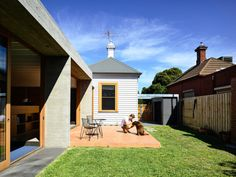 A seriously impressive, light-filled addition by Rob Kennon Architects to a home in Melbourne's northern suburbs Brunswick Melbourne, Brunswick House, Architects Melbourne, Bauhaus Design, Concrete Houses, Melbourne House, Architecture Photo, Beautiful Homes, Home And Garden