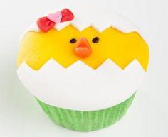 Paaskuiken cupcakes                              -                                  Wie komt daar uit het ei gekropen? Paas kuikens!