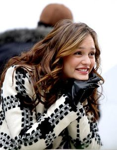Find images and videos about gossip girl, blair waldorf and leighton meester on We Heart It - the app to get lost in what you love. Gossip Girl Blair, Gossip Girls, Moda Gossip Girl, Estilo Gossip Girl, Gossip Girl Outfits, Gossip Girl Fashion, Leighton Meester, Estilo Blair Waldorf, Blair Waldorf Style
