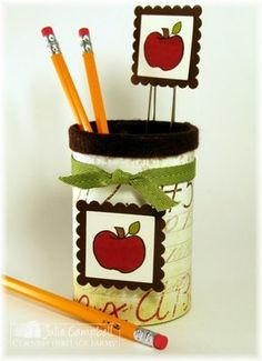 teachers gift idea Christmas Gifts To Make, Christmas Gift Guide, Christmas Ideas, Cute Teacher Gifts, Teacher Appreciation Gifts, Cool Diy Projects, Crafty Projects, Preschool Gifts, Cricut Cards