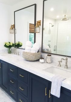 Bathroom Decor blue Top 10 Double Bathroom Vanity Design Ideas in 2019 Marble Countertops Bathroom, Bathroom Floor Tiles, Bathroom Mirrors, Vanity Mirrors, Framed Mirrors, Marble Bathrooms, Master Bathrooms, Wall Sconces, Bathroom Faucets