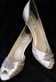 Wedding Shoes with a vintage style brooch. These bridal shoes are shown in white, but available in over 100 colors. You can even send me a sample to color match. The bridal shoes in the listing have a 1 /34 inch heel, but are available in additional heel heights of 2 1/2 inch heel, 3 1/2 inch heel and a 1 inch wedge.  **If you are concerned about ordering the correct shoe size, please consider purchasing my sure fit service which is available to you AT THE SAME TIME you make a ...