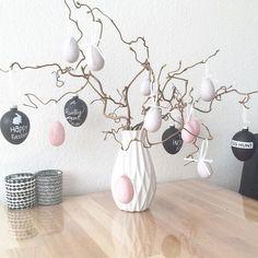 Easter Flower Arrangements, Easter Flowers, Easter Holidays, Egg Decorating, Easter Wreaths, Easter Crafts, Seasonal Decor, Happy Easter, Inspiration
