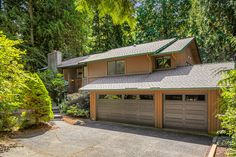 Spacious family home on 1 private acre!