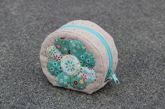 """Anke's Instagram post: """"Und weil sie so süß sind, hier noch ein rundes Täschchen von #minkikim 😀 #minkikimpattern #zeriano #patchworkpouch #patchworkzipperpouch…"""" Fun Diy, Coin Purse, Purses, Poster, Instagram, Bags, Handbags, Fun Crafts To Do, Purse"""