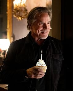 """Knives Out on Twitter: """"happy birthday @donjohnson!! this cupcake was the only thing left from the thrombey estate… """""""