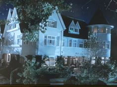 """""""Cheaper By The Dozen"""" House as-seen-on screen"""