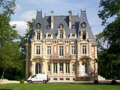 """"""" I think I like this picture, much more than the structure - the van cracks me up! English Manor, English House, Beautiful Buildings, Beautiful Homes, Isle Adam, French Architecture, Building Facade, French Chateau, Facade Design"""
